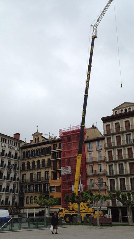 Grúa en Pamplona